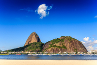 Harbor with boats against Sugarloaf Mountain, Rio de Janeiro, Brazil 11098044446| 写真素材・ストックフォト・画像・イラスト素材|アマナイメージズ