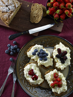 Raisin bread with light cream and berries