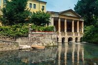 Statues at Bacchiglione riverbank, Vicenza, Veneto, Italy