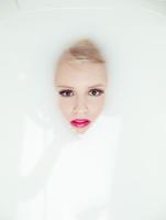 Milky Portrait 11098065952| 写真素材・ストックフォト・画像・イラスト素材|アマナイメージズ