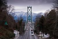 Traffic on suspension bridge