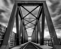 Railroad bridge under cloudy sky 11098068233| 写真素材・ストックフォト・画像・イラスト素材|アマナイメージズ