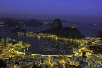 Landscape with Sugarloaf mountain seen from Mirante Dona Marta viewpoint, Rio de Janeiro, Brazil 11098072604| 写真素材・ストックフォト・画像・イラスト素材|アマナイメージズ