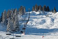 Skiing in French 11098074007| 写真素材・ストックフォト・画像・イラスト素材|アマナイメージズ