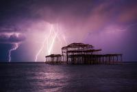 Thunderbolt & Lightning 11098076278| 写真素材・ストックフォト・画像・イラスト素材|アマナイメージズ