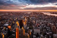 Manhattan cityscape at sunset 11098076479| 写真素材・ストックフォト・画像・イラスト素材|アマナイメージズ