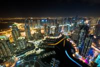 Dubai Marina at night 11098076633| 写真素材・ストックフォト・画像・イラスト素材|アマナイメージズ