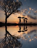 Love umbrella 11098076714| 写真素材・ストックフォト・画像・イラスト素材|アマナイメージズ
