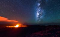Halemauma'u Crater under the Milky Way 11098076736  写真素材・ストックフォト・画像・イラスト素材 アマナイメージズ