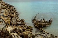 Wreck & Rocks 11098076995| 写真素材・ストックフォト・画像・イラスト素材|アマナイメージズ