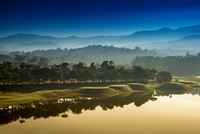golf course at dawn backlit by rising sun 11098077001| 写真素材・ストックフォト・画像・イラスト素材|アマナイメージズ