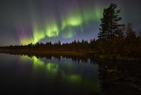 Reflected aurora 11098077197| 写真素材・ストックフォト・画像・イラスト素材|アマナイメージズ