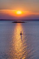 Sailboat on Green Bay 11098077456| 写真素材・ストックフォト・画像・イラスト素材|アマナイメージズ