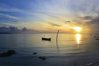 Fishing Boat and a  Sunset ! 11098077482| 写真素材・ストックフォト・画像・イラスト素材|アマナイメージズ