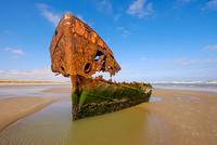 A ship wreck IV 11098077546| 写真素材・ストックフォト・画像・イラスト素材|アマナイメージズ
