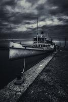 Boat in harbor 11098077585| 写真素材・ストックフォト・画像・イラスト素材|アマナイメージズ