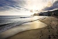 ending of day on the beach 11098077708  写真素材・ストックフォト・画像・イラスト素材 アマナイメージズ