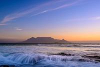 Table Mountain Dawn 11098077723| 写真素材・ストックフォト・画像・イラスト素材|アマナイメージズ