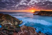 Sunset At Childers Cove 11098078066| 写真素材・ストックフォト・画像・イラスト素材|アマナイメージズ
