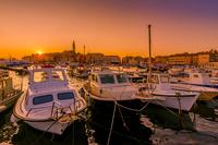 The City and the Boats 11098078140| 写真素材・ストックフォト・画像・イラスト素材|アマナイメージズ