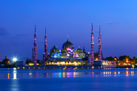 Evening view of crystal mosque in Kuala Terengganu, Malaysia 11098078317| 写真素材・ストックフォト・画像・イラスト素材|アマナイメージズ