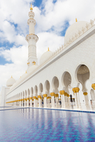 Sheikh Zayed Grand Mosque, Abu Dhabi, United Arab Emirates. 11098078531| 写真素材・ストックフォト・画像・イラスト素材|アマナイメージズ