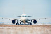 Airport in winter 11098078534| 写真素材・ストックフォト・画像・イラスト素材|アマナイメージズ
