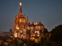 La Parroquia de San Miguel Arcangel 11098078554| 写真素材・ストックフォト・画像・イラスト素材|アマナイメージズ