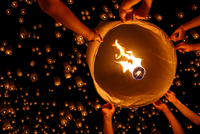 Floating lantern 11098079113| 写真素材・ストックフォト・画像・イラスト素材|アマナイメージズ