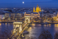 Budapest Chain Bridge 11098079183| 写真素材・ストックフォト・画像・イラスト素材|アマナイメージズ