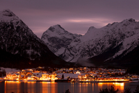 Night view 11098079554| 写真素材・ストックフォト・画像・イラスト素材|アマナイメージズ