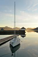 Sunset over the fjord in calm weather 11098079602| 写真素材・ストックフォト・画像・イラスト素材|アマナイメージズ