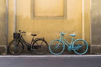 The two bikes 11098079805| 写真素材・ストックフォト・画像・イラスト素材|アマナイメージズ