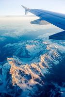 Flying over the alps 11098080566  写真素材・ストックフォト・画像・イラスト素材 アマナイメージズ