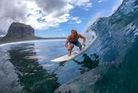 surfing in Mauritius 11098080929| 写真素材・ストックフォト・画像・イラスト素材|アマナイメージズ