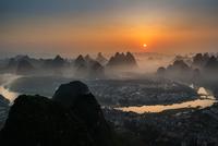 Yangshuo 11098081115| 写真素材・ストックフォト・画像・イラスト素材|アマナイメージズ