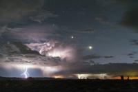 Arches National Park Lightning 11098081771| 写真素材・ストックフォト・画像・イラスト素材|アマナイメージズ