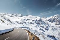 Grossglockner High Alpine Road in the austrian alps 11098082132| 写真素材・ストックフォト・画像・イラスト素材|アマナイメージズ