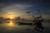 Peaceful sunrise at Phu Quoc island 11098082372  写真素材・ストックフォト・画像・イラスト素材 アマナイメージズ