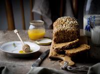 the cake with bran and sunflower seeds 11098082498| 写真素材・ストックフォト・画像・イラスト素材|アマナイメージズ