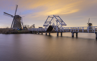 Kinderdijk,  Brug and Molen 11098082557| 写真素材・ストックフォト・画像・イラスト素材|アマナイメージズ