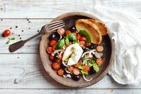 Fresh salad with tomatoes 11098082588| 写真素材・ストックフォト・画像・イラスト素材|アマナイメージズ