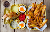 Two soft boiled eggs with fries and sauces. 11098082616| 写真素材・ストックフォト・画像・イラスト素材|アマナイメージズ