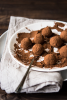 Orange chocolate truffles 11098082623  写真素材・ストックフォト・画像・イラスト素材 アマナイメージズ