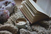 Winter coffeetime 11098082684| 写真素材・ストックフォト・画像・イラスト素材|アマナイメージズ