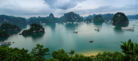 A view over Ha Long Bay 11098082720| 写真素材・ストックフォト・画像・イラスト素材|アマナイメージズ