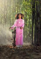 Vietnamese Girl Traditional Dress 11098082730  写真素材・ストックフォト・画像・イラスト素材 アマナイメージズ