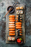 Sushi Set sashimi and sushi rolls served on stone slate 11098082845| 写真素材・ストックフォト・画像・イラスト素材|アマナイメージズ