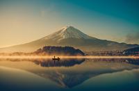 Mount fuji at Lake kawaguchiko,Sunrise 11098082885| 写真素材・ストックフォト・画像・イラスト素材|アマナイメージズ