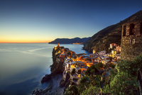 Vernazza village on sunset. Cinque Terre, Italy 11098082895| 写真素材・ストックフォト・画像・イラスト素材|アマナイメージズ